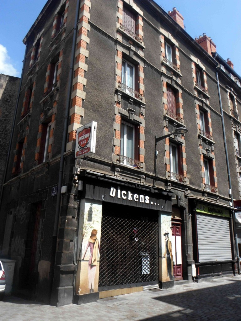 Dickens Bar Clermont